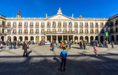 Vitoria-Gasteiz Plaza Berria, 2020 (arg Francesco Bonino, Shutterstock)