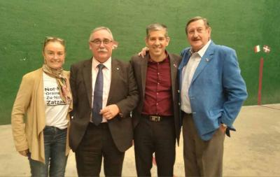 El nuevo delegado de Euskadi en México --segundo por la izquierda-- junto a Gurutzne Etxeberria, Julen Ruiz de Azua y Josu Garritz