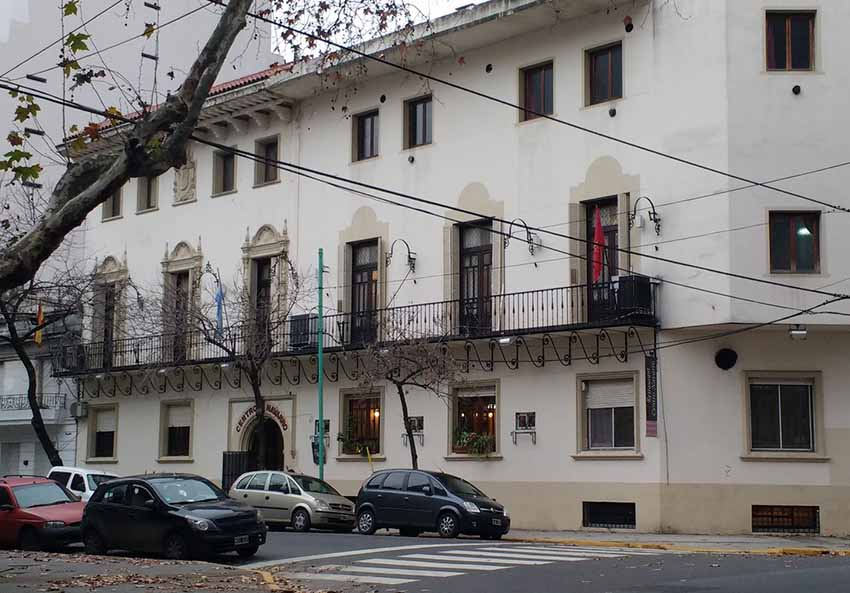 Centro Navarro de la Ciudad de Buenos Aires, en Moreno 3682, en el barrio de Almagro de la capital porteña