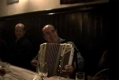 Bernardo Yanci in the video of the tribute at the Basque Hotel in San Francsico, with Bixente Inchauspe behind him