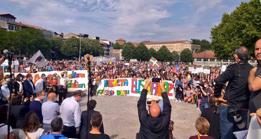 Ten thousand people in Baiona denounced the Constitutional Council Resolution against the Basque education model (Enbata.info)