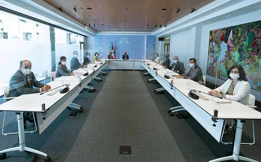Participants at the meeting of the Basque Government's Department of Foreign Action presided by Lehendakari Urkullu