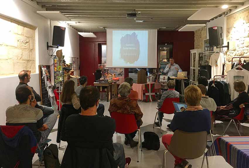 Varied offerings on the Bordeaux Basque Club agenda.  Seen here, one of the talks last year at the clubhouse